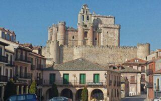 Plazas porticadas de la provincia de Segovia
